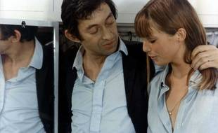 """Serge Gainsbourg and Jane Birkin in a scene of the film """"Slogan"""" (aka """"L'amoour et L'amour"""") directed by Pierre Grimblat. FRANCE - 1969"""