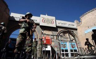 Neuf manifestants ont été tués et des dizaines d'autres blessés samedi à Sanaa dans un regain de violences, survenu au moment où le gouvernement tente de pacifier le Yémen, meurtri par plus de 10 mois de crise.