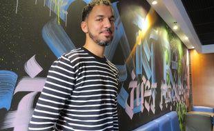 Le graffeur Loïc Mondé a redécoré le Mc Do' toulousain de la place Wilson.