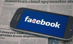 Illustration Facebook et fake news.