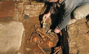 Des ossements ont été retrouvés grâce à la première opération de fouilles.
