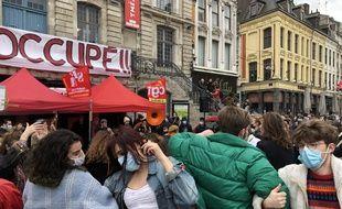 Les gens ont dansé vendredi sur la Grand Place