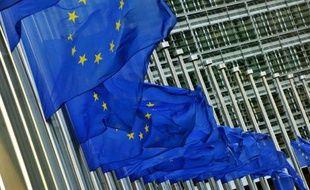 L'agence de notation Standard & Poor's a retiré vendredi son triple A à l'Union européenne, une annonce qui a surpris en plein sommet européen et qui a déclenché une riposte immédiate de Bruxelles.