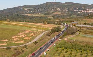 Sur la nationale reliant aujourd'hui l'A89 à l'A6 dans l'Ouest Lyonnais.