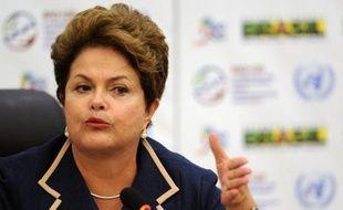 Le Brésil, confronté à un essoufflement de sa croissance, refuse les mesures d'austérité comme en Europe pour faire face à la crise et baissera les impôts tout en maintenant les investissements et les aides aux plus pauvres, a déclaré vendredi la présidente Dilma Rousseff.