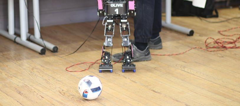 Démonstration de robots footballeurs, à l'occasion de la présentation de la candidature de Bordeaux à l'organisation de la Robocup2020, le 13 mars 2018.