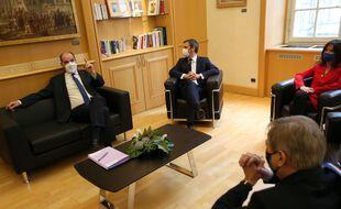 Le maire de Metz, François Grosdidier (de dos) avec Jean Castex et Olivier Véran, le 8 janvier 2021.
