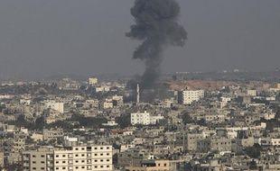 De la fumée s'élève du nord de la bande de Gaza après un bombardement israélien, le 20 novembre 2012.
