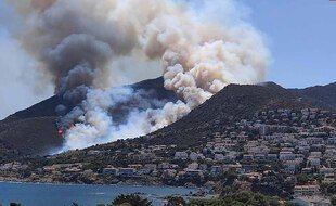 Un incendie fait rage dans le parc naturel du Cap de Creus, en Espagne.