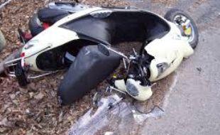 Le chauffard a renversé le scooter puis a roulé dessus.