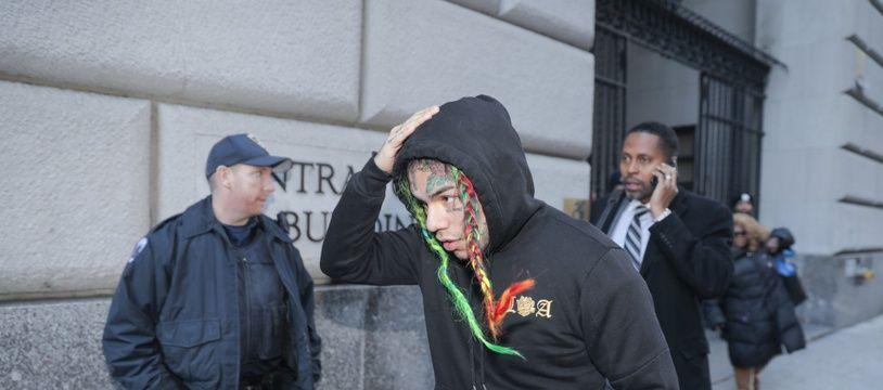 Le rappeur Tekashi 6ix9ine à sa sortie du tribunal de Brooklyn en 2018