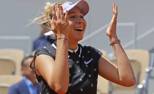 Amanda Anisimova, 17 ans, s'est qualifiée pour la première demi-finale de Grand Chelem de sa carrière en battant Simona Halep à Roland-Garros.