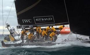 Le voilier émirati Abu Dhabi, engagé dans la Volvo Ocean Race, a démâté samedi soir à une trentaine de milles (55 km) au sud de Carthagène (Espagne) mais l'équipage est sain et sauf, a annoncé le navigateur Jules Salter dans une liaison avec la direction de la course.