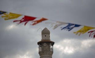 Le minaret de la mosquée de Lod dans le centre d'Israël.