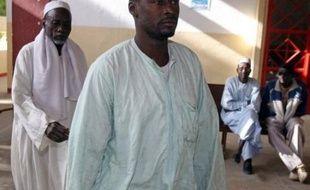 """Des parents des 103 enfants que L'Arche de Zoé voulait emmener du Tchad vers la France ont accusé lundi, devant la Cour criminelle de N'Djamena, les membres français de l'association jugés pour """"tentative d'enlèvement"""" d'avoir """"volé"""" leurs petits"""