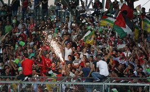 Des supporters lors de la finale de la Coupe de Palestine de football entre le Shejaiya de Gaza et le club d'Al-Ahli, à  Hebron, le 14 août 2015.