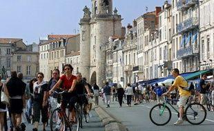 Les commerces installésle long du port de la Rochelle.