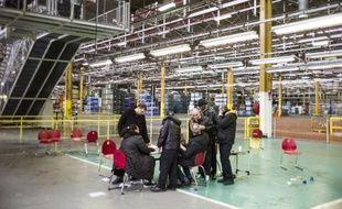 """L'usine PSA Peugeot Citroën d'Aulnay-sous-Bois, en région parisienne, """"pourrait"""" fermer dès 2013 et le groupe automobile va engager des négociations sur la compétitivité, a indiqué son directeur financier, Jean-Baptiste de Chatillon."""