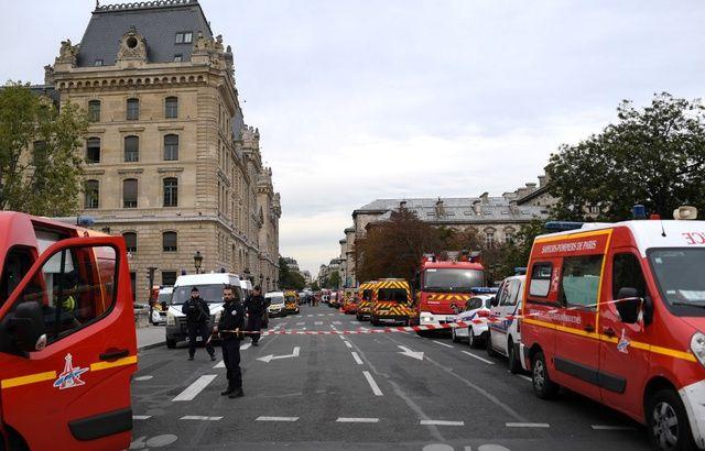 Quelles mesures pour prévenir la radicalisation des fonctionnaires ? 640x410_vehicules-pompiers-police-stationnes-proximite-locaux-prefecture-police-paris-3-octobre-2019