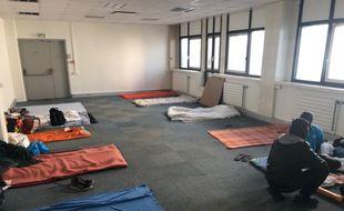 Environ 120 migrants occupent un immeuble de bureau désaffecté à Nantes