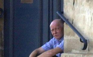 Patrick Henry, en 2002, près du tribunal correctionnel de Caen, où il comparaissait pour vol d'objets dans un magasin de bricolag.  AFP PHOTO  MYCHELE DANIAU / AFP / MYCHELE DANIAU
