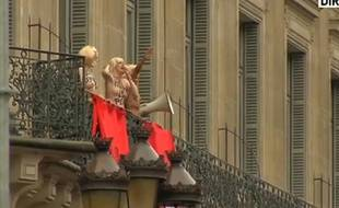 Des Femen manifestent le 1er mai 2015 contre le FN, place de l'Opéra, à Paris