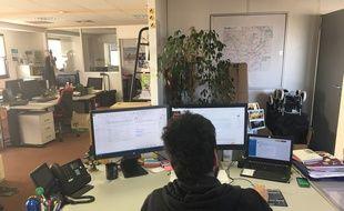 Le bureau du community manager de TBM, le réseau de transports de l'agglomération bordelaise, à Bordeaux.