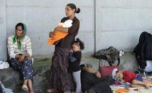 """La Commission nationale consultative des droits de l'Homme (CNCDH) a critiqué mercredi la politique gouvernementale à l'égard des Roms, déplorant les """"discriminations dont souffrent ces personnes""""."""