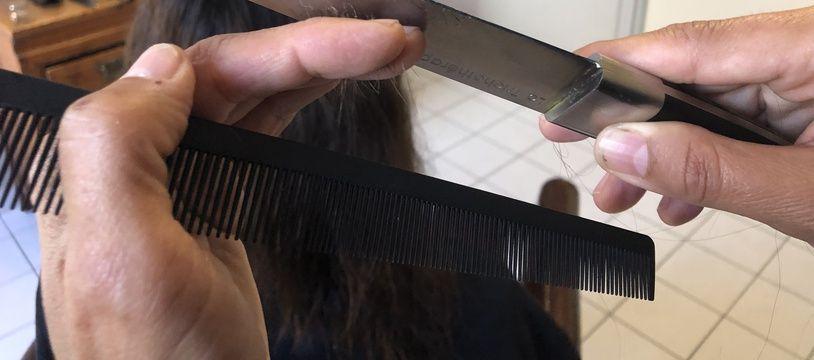 La trichothérapie se pratique à l'aide d'un petit sabre japonais