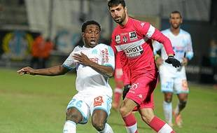 Le Marseillais Dja Djédjé, ici face à Ben Besat, a été formé au PSG.