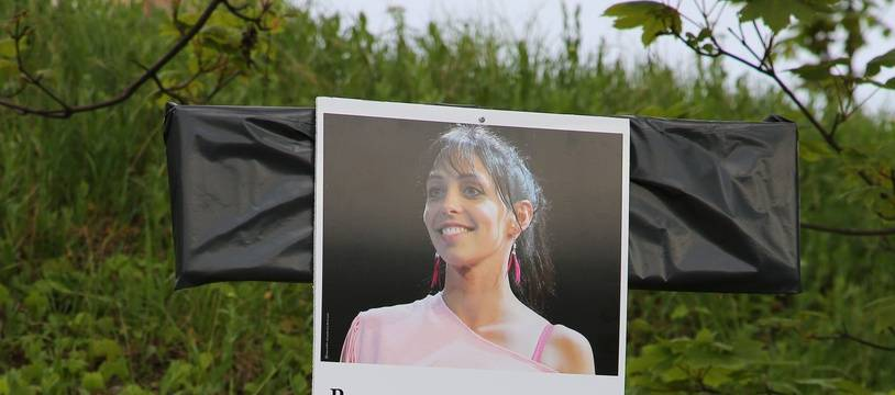 A Villejuif, une affiche rend hommage à Aurélie Châtelain, retrouvée morte dans la ville de banlieue parisienne le 19 avril 2015.