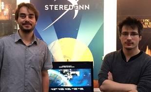Damien Mayance (à gauche) et Mathieu Oger ont créé le jeu Steredenn, traduit en breton.
