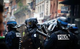 """Des policiers lors d'une manifestation toulousaine des """"gilets jaunes"""". (Illustration)"""
