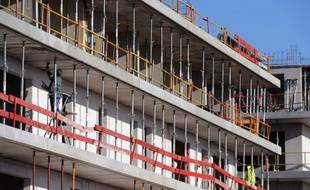 Plus de huit maires sur dix (83%) considèrent que l'Etat doit mettre à disposition les terrains dont il est propriétaire et 82% qu'il faudrait abaisser à 7% le taux de TVA sur la construction de la résidence principale, selon une enquête réalisée par CSA pour le Forum pour la gestion des villes à l'occasion de la présidentielle.