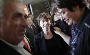 """Une semaine après que le président Sarkozy eut annoncé """"un plan extrêmement ambitieux"""" en faveur des banlieues, la confusion paraissait totale au sommet de l'Etat entre le tandem exécutif toujours partisan d'un plan et les ministres chargés du dossier, qui ne le jugent plus pertinent."""