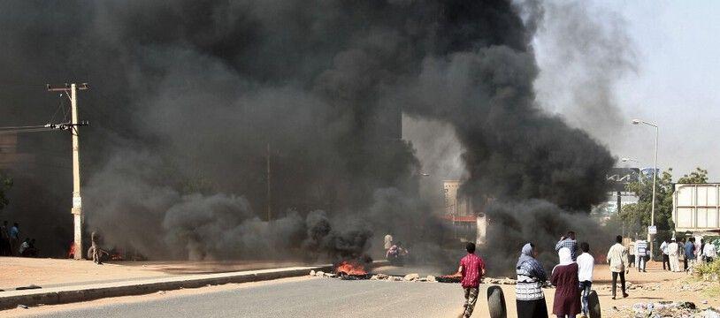 Des violences ont éclaté entre civils et militaires à Khartoum, au Soudan, le 25 octobre 2021.