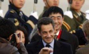 Nicolas Sarkozy arrive à l'aéroport de Pékin, dimanche 25 novembre 2007