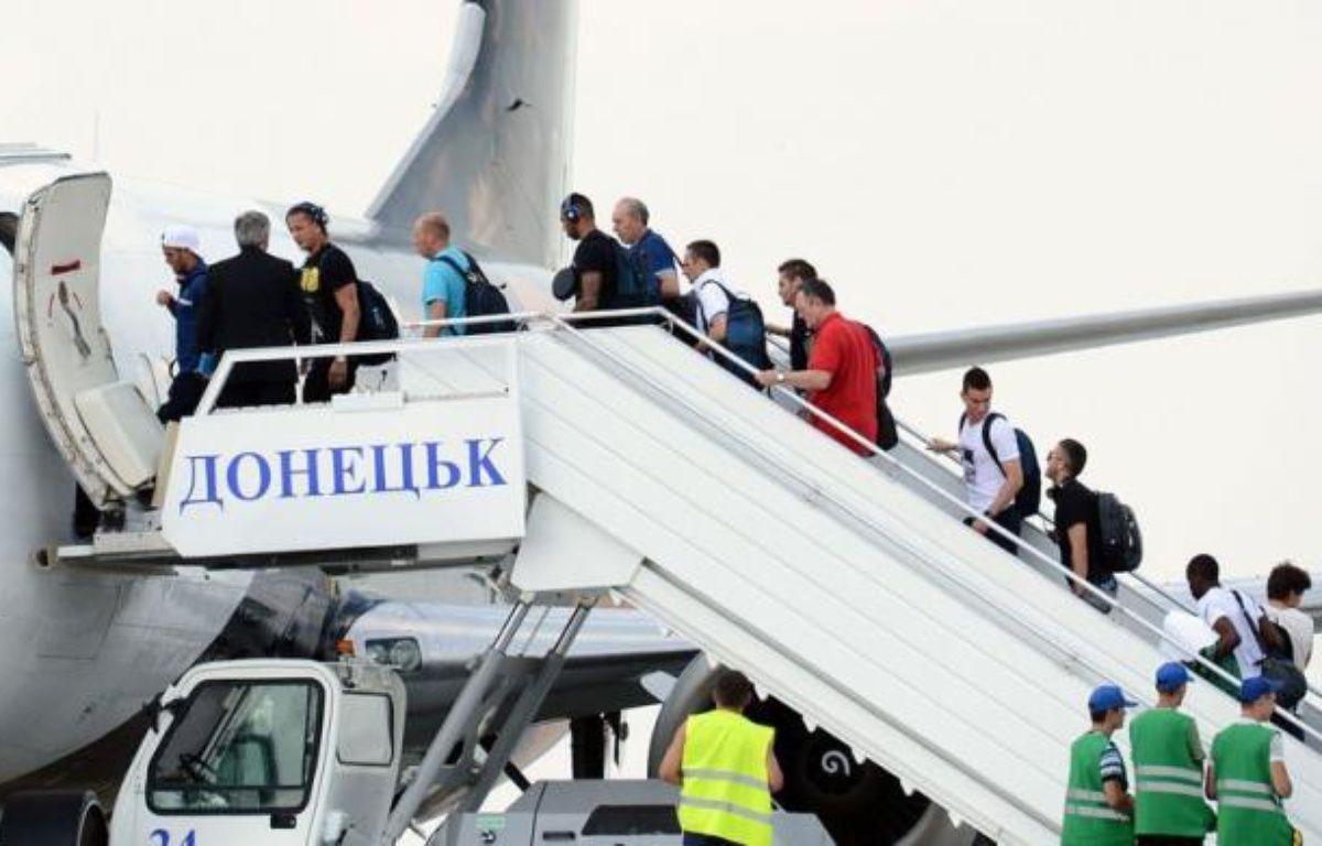 L'équipe de France, éliminée samedi de l'Euro-2012 en quart de finale par l'Espagne (2-0), a quitté dimanche Donetsk en début l'après-midi pour rallier en avion la France où elle doit arriver vers 18h00, a constaté un journaliste de l'AFP présent à l'aéroport. – Franck Fife afp.com