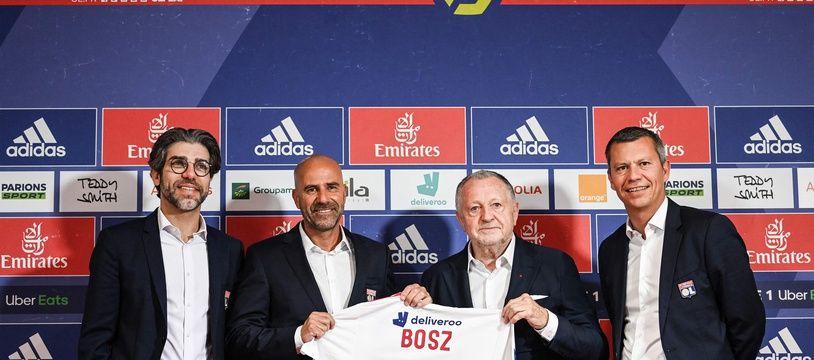 Juninho, Jean-Michel Aulas et Vincent Ponsot ont présenté devant la presse le nouvel entraîneur lyonnais, Peter Bosz, le 30 mai. OLIVIER CHASSIGNOLE