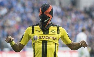 Le nouveau masque de Pierre-Emerick Aubameyang fait scandale.
