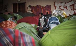 Des personnes réfugiés dans le squat du gymnase Jeanne-Bernard, à Saint-Herblain.