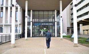L'enseignant décédé du coronavirus est mort à l'hôpital de Creil le mardi 25 février 2020. Depuis, l'enquête pour retrouver le patient zéro et les cas contacts a été lancée.