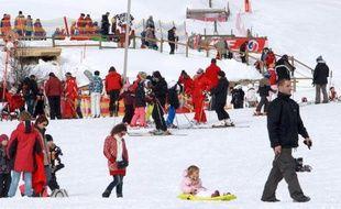 Les quatre stations de ski gérées par Altiservice dans les Pyrénées vont commencer la nouvelle saison d'hiver avec une électricité provenant entièrement de sources d'énergie renouvelables, a indiqué mardi la société du groupe GDF Suez.
