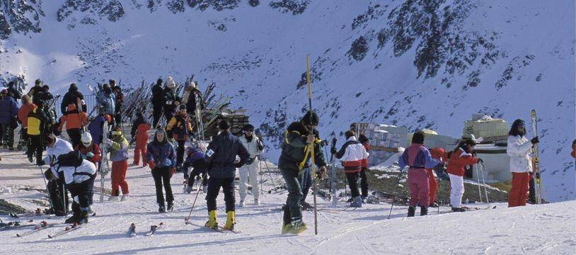 Des skieurs en Andorre. Illustration.