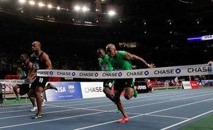 L'ancien recordman du monde du 100 m Asafa Powell a lancé sa campagne olympique en remportant samedi le 50 m de l'US Open, une réunion en salle qui a lieu au Madison Square Garden de New York.