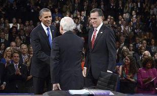 Après leur ultime débat, qui ne devrait avoir qu'un impact marginal sur le choix des électeurs, Barack Obama et Mitt Romney vont porter dans les deux dernières semaines la bataille pour la Maison Blanche sur le terrain, dans une dizaine d'Etats décisifs.