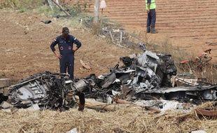 Les débris de l'un des deux avions impliqués dans l'accident.