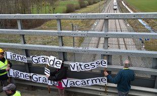 Une manifestation de riverains de la LGV Paris Rennes, le 17 mars 2019