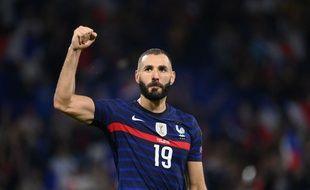 Karim Benzema s'est à de nombreuses reprises tourné mardi vers les 57.057 supporters du Parc OL, comblés de retrouver leur ancien attaquant vedette. FRANCK FIFE