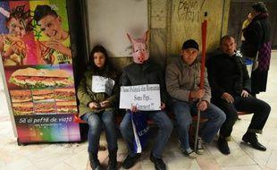 Des manifestants expriment leur colère contre la classe politique roumaine, le 7 novembre 2015 à Bucarest